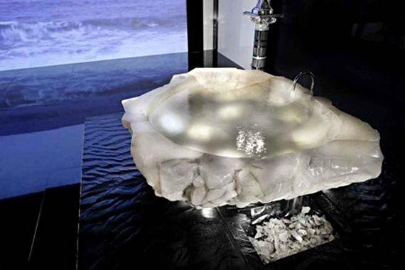 Amazing #Bathtub carved out of #Crystal. #design #nature #bathroom #bath #spa