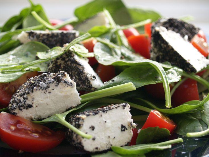 Iti propunem 3 retete de salate de vara care se prepar rapid si sunt gata de savurat in orice moment al zilei: