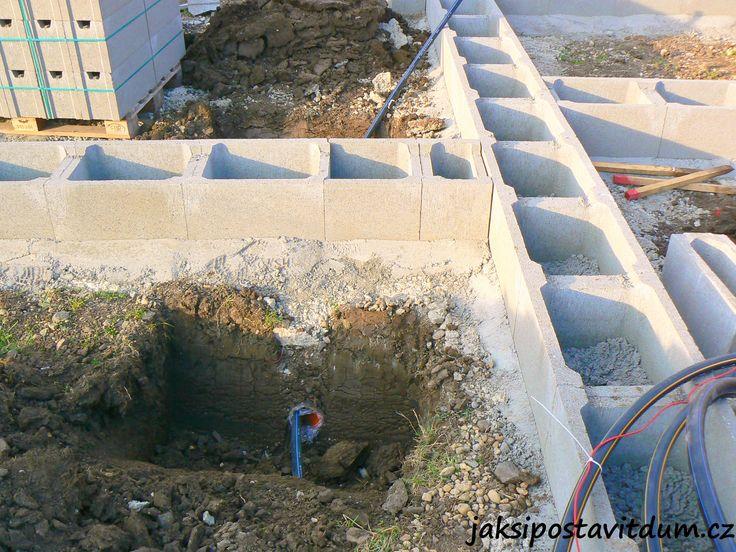 2. ETAPA | ZÁKLADY DOMU | Zhotovení vodovodního systému pro závlahový systém okolí domu a zahrady