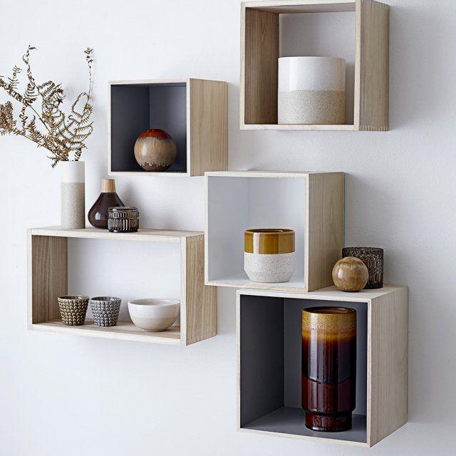 Des étagères carrées en bois avec fond coloré, Bloomingville