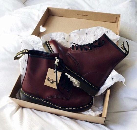 sapatos, sapatos bordô, botas flat, sapatos fofos, bordô, botas, DrMartens, grunge, tumbl …   – Outfits