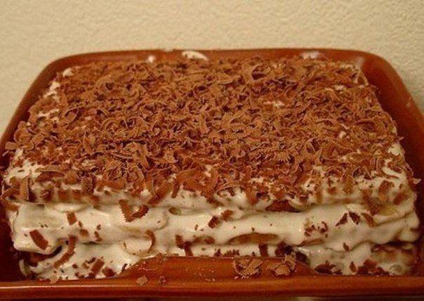 Фото к рецепту: Торт из печенья с бананом на скорую руку