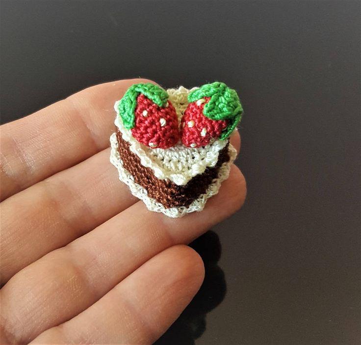 Mini crochet strawberry cake Mini chocolate cake Fake cake Mini desert Fake food Miniature toy food Pretend play food Pretend kitchen food by Crochetloveland on Etsy