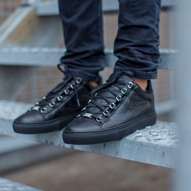 BALENCIAGA | NEW ARRIVALS | DERODELOPER.COM The Balenciaga arena low top  sneaker for the