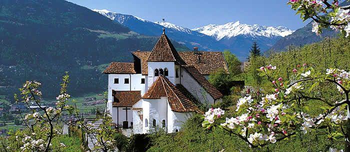 Garni Hotel Tritscherhof*** Frühling, Apfelblüte, Schloss ...