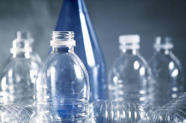 Un reciente estudio ha identificado unas bacterias que comen plástico y que suponen un antes y un después en la biorremediación.