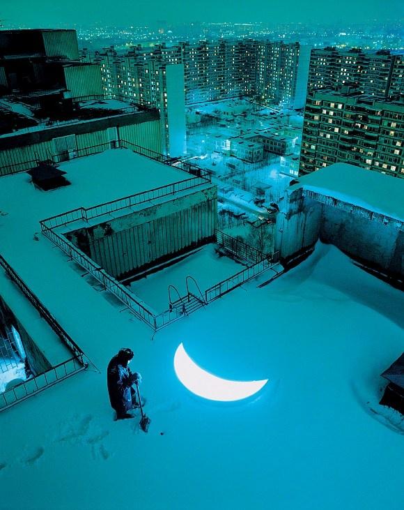 Леонид Тишков. Частная луна (крыша над мастерской, Чертаново)
