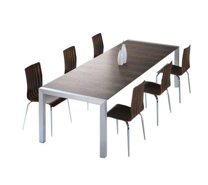 Deze grote tafel is een aanwinst voor uw woonkamer als een eettafel maar ook voor uw kantoor als een vergadertafel. Tumba tafel is tevens zeer functioneel dankzij de twee uitbreidingsstukken van 45 cm. onder het blad. Deze uitschuifbaar tafel van 170 cm. kan verlengd worden tot 260 cm.   Van hoog kwaliteit MDF hout gemaakte tafel heeft een trendy walnoot kleur. Deze design tafel is geaccentueerd met blokvormige tafelpoten welke uitgevoerd zijn in geborsteld aluminium.