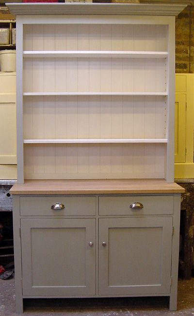 This has been painted in a cool mid gray, Farrow & Ball No 5 Hardwick White (exterior) and a contrasting lighter colour,  Slipper Satin (interior)