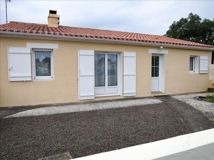 L'agence MY ABITA vous présente une maison de plain pied à vendre au Château d'Olonne en Vendée. Ce pavillon de 5 pièces se situe à 2 kms de la mer. Cette villa vous offre un salon/séjour avec insert, cuisine aménagée et équipée, arrière-cuisine, 3 chambres, 1 bureau, salle de bains, wc, terrasse, garage sur 1150m² de terrain constructible...A 5mns des Sables d'Olonne, le bon coin pour se loger... Pour visiter, contacter Nathalie VERGNAUD au 06.30.04.01.22