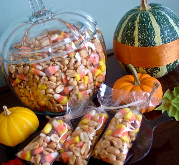 Salted Peanuts and Candy Corn AutumnTreat ~ sweet & salty ...tastes like a Payday...YUM :)
