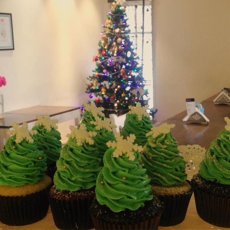Christmas Cupcakes at @lavonneacademyindia  #christmas #cupcakes #bangalorefoodies #bangalore #food #cupcakes #christmaslove #pastrychefs #chefsatlavonne