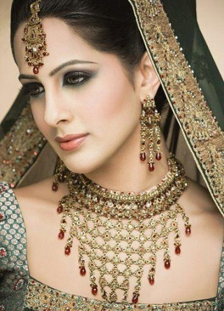 pakistani fashion (Multan, Punjab)Wedding Dressses, Bridal Dresses, Wedding Jewelry, Bridal Jewellery, Bridal Jewelry, Indian Bridal, Wedding Makeup, Indian Wedding, Bridal Makeup Looks