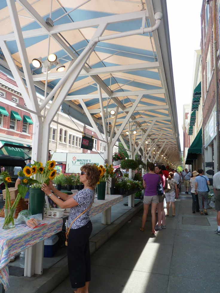 Market Square in Roanoke, Virginia. The farmers market is held every weekend selling fresh fruits and vegetables from the region.