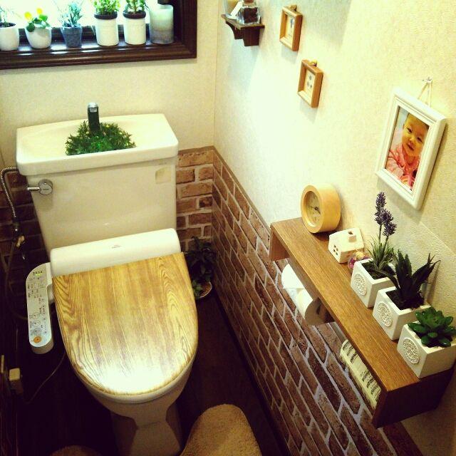 トイレの蓋に木目調リメイクシートを貼ってみました❤とっても簡単1分で終わりました(笑)便座/トイレ/フェイク多肉/3Coins/フェイクグリーン/ニトリ…などのインテリア実例 - 2015-05-11 15:19:03 | RoomClip(ルームクリップ)