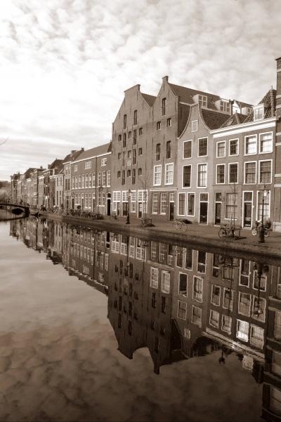 Het oude graanpakhuis aan de Oude Rijn in Leiden