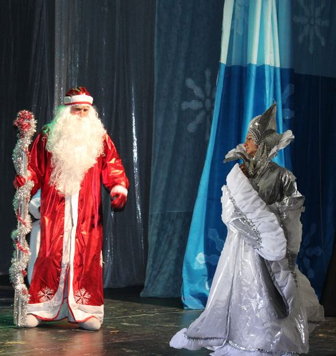 Пора посетить театр в Израиле «Маленький Принц» на сказочную постановку «Подарок для Снежной Королевы». Здесь ребята смогут увидеть Винни Пуха, Золушку, Буратино, страшного Кощея и многих других в захватывающей истории, полной веселья и радости! Вас ждут песни, танцы и «сражения» героев между собой.