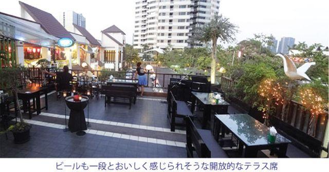 ソイ26の日本街のテラス席でタイ料理店「リラックス」