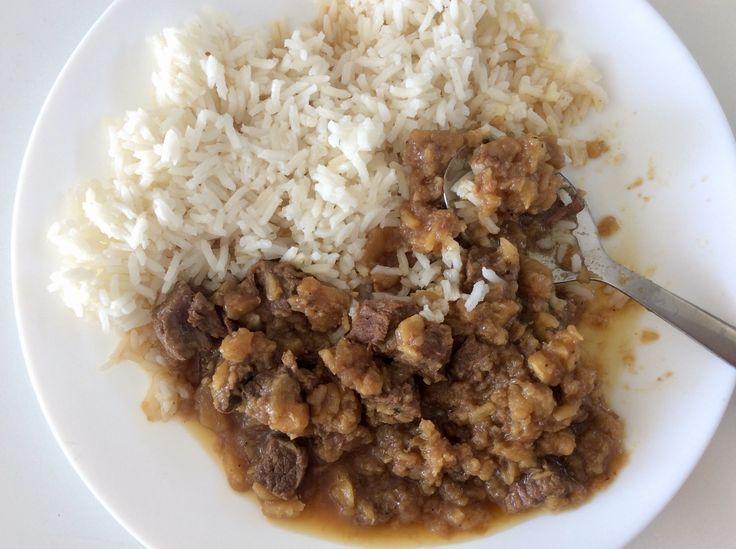 Hovězí kýta dušená na cibuli, celeru a novém koření, rýže