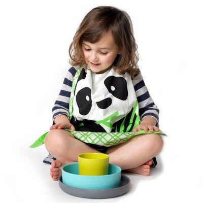 Set repas entièrement écologique composé d'un bavoir en coton bio de chez Coq en Pâte et d'un ensemble vaisselle en fibre de bambou d'Ekobo  kids dinner set colorful, 100% eco-friendly. Contains :  - a giant organic cotton bib from Coq en Pâte - a plate, a bowl and a glass in bamboo fiber by Ekobo.   35€ on www.coqenpate.com  #kidsdinnerset #coqenpate #ekobo #kids #ecofriendly