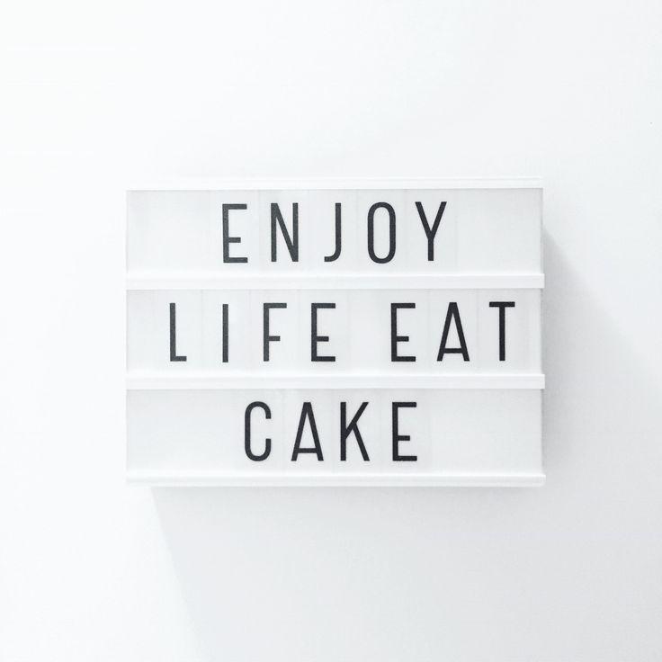 Taart kan eigenlijk iedere dag wel, gewoon geen mega stukken 😜 maar als toch liever alles verzameld tot een mega stuk taart, wacht dan even tot aanstaande zondag! Dan staan we weer op de @sundaymarket in Amsterdam zodat jullie lekker kunnen smullen 😋 Hele fijne maandag iedereen 😘 • #shs #studiohappystory #happystorycakes #cakes #taart #cakestudio #designercakes #creativecakes #girlboss #business #taartwinkel #online #design #graphic #foodie #instafood #momo #eatcake #enjoylife