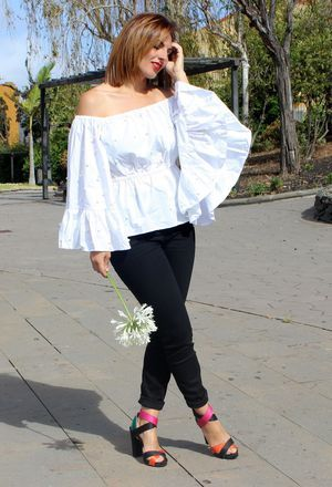 How to combine black heels of Zara, black jeans of Zara, and white Rosegal's shirts