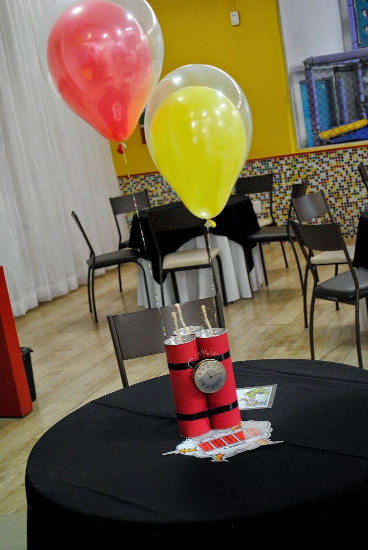 Festa Super Heróis para comemorar os 4 anos do Bruno, uma festa bem alegre... bolo fake de 4 andares Enfeite de me...
