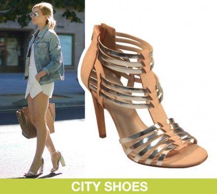 Aposte na sandália metalizada para um look moderno e cheio de estilo!