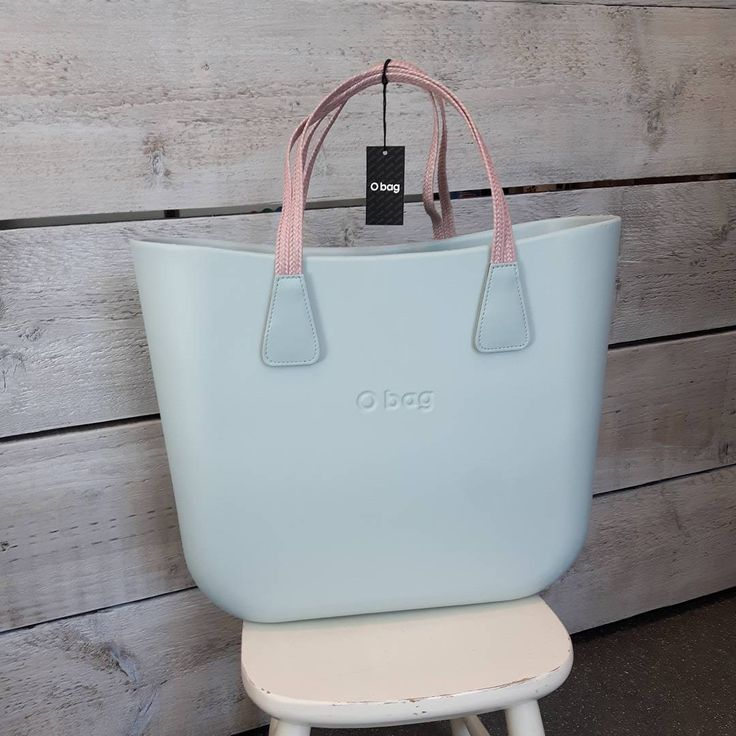 22 vind-ik-leuks, 1 reacties - Christine Wijsbeek (@kdootjes) op Instagram: '😍 #summer is coming enjoy to the fullest with a beautiful #obag ! This is a powder blue body with…'