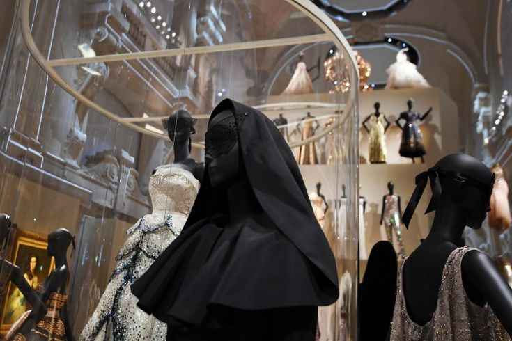 Dior fashion exhibition in Paris breaks 112-year record - #1ninety8