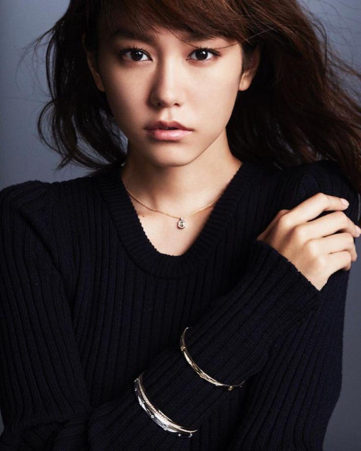 女優の桐谷美玲さんのInstagram(インスタグラム)写真「VOGUE JAPAN ウェブサイトHarry Winstonスペシャル企画#HWLogo #MyStyle #harrywinston #voguejapan」