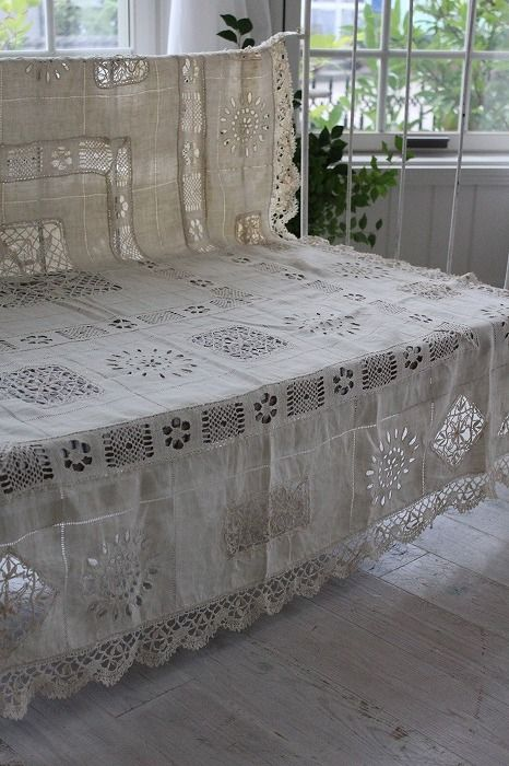 "Ancient and modern times, gently Coconfouato ""linen tablecloths bobbin lace and embroidery Richelieu"" [antique & miscellaneous goods] antique cross antique fabric antique lace textile fabric - cloth -"