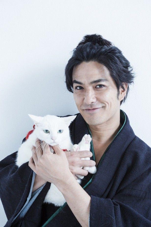 コワモテ剣豪・斑目久太郎役の北村一輝と玉之丞役の猫あなご