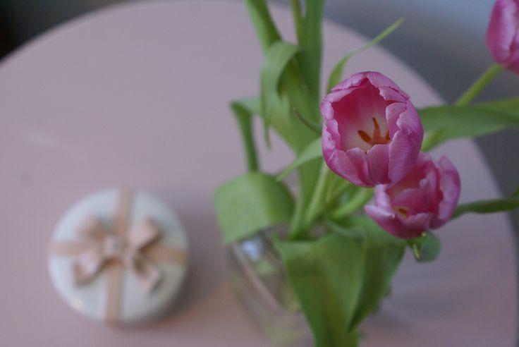 #chalkpaint #shabbychic #anniesloan #diy #painted #furniture #flowers  www.facebook.com/2ndhomefurnishings/