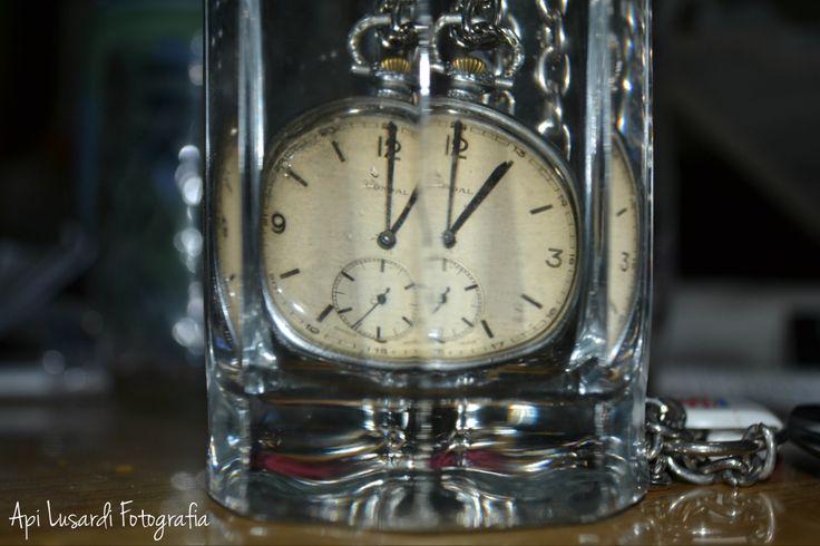Reloj dentro de un vaso