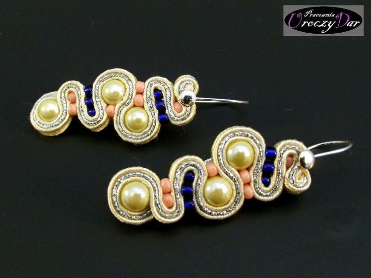(Pracownia Uroczy Dar): Delikatne kolczyki sutasz z perłą majorka i srebrnymi biglami; panna młoda