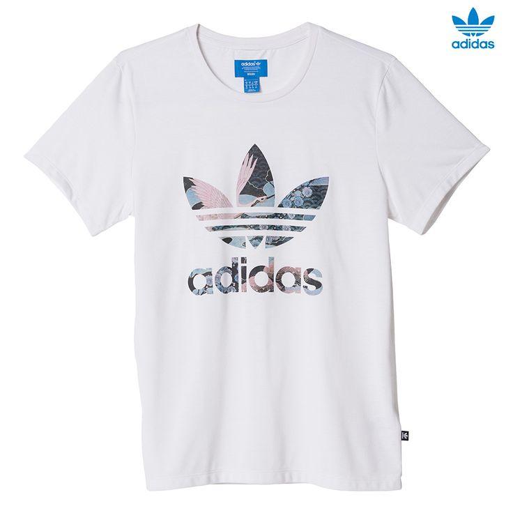 Diseñada en colaboración con Rita Ora, cantante y musa de la moda  británica, esta camiseta para mujer luce un diseño inspirado en la  tradición japonesa y en ...