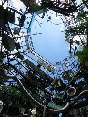 NarrowLarry's World of the Outstanding - The Cathedral of Junk