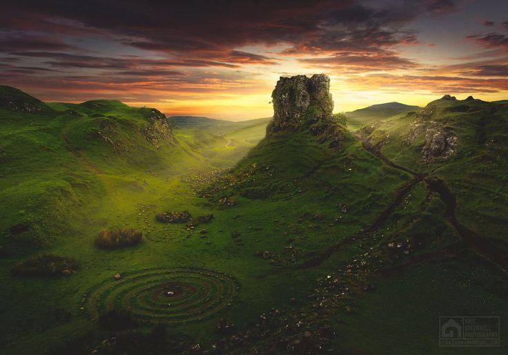 Огам   ВКонтактеДолина Фэйри (Fairy Glen), Остров Скай, Шотландия. Фотография Криса Гринвелла (Kris Greenwell).