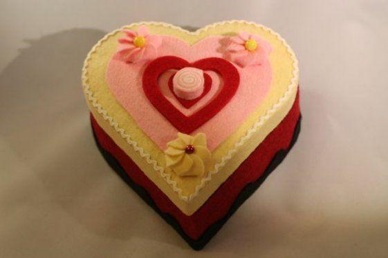 Cofanetto cuore in legno e feltro con dolcetti kawaii. 10,0€ #handmade #accessori #lifestyle #love