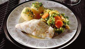 Lettsaltet torsk med varm gulrotsalat  | Meny