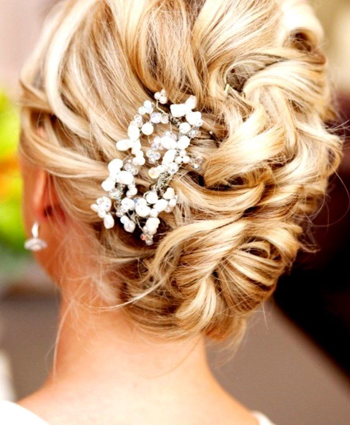 Loose Wedding Hairstyles: Bride's Loose Bun Wedding Hairstyle