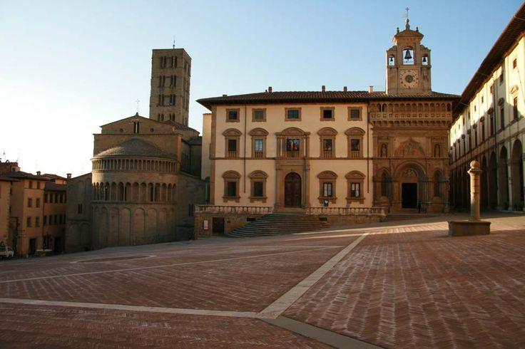 Arezzo, Piazza Grande #Arezzo #Italy