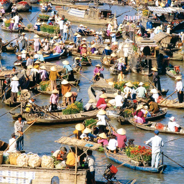 Schwimmender Markt in Cai Be, Vietnam. Ein Muss auf jeder Rundreise.