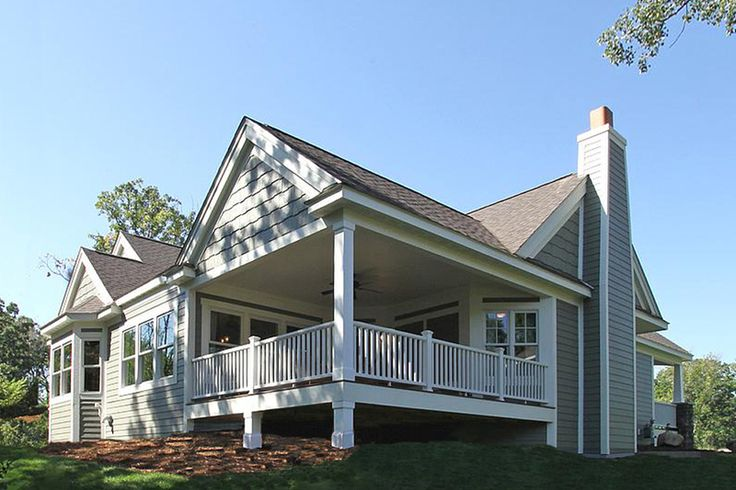 Craftsman Style House Plan - 3 Beds 2 Baths 2320 Sq/Ft Plan #132-200 Exterior - Covered Porch - Houseplans.com