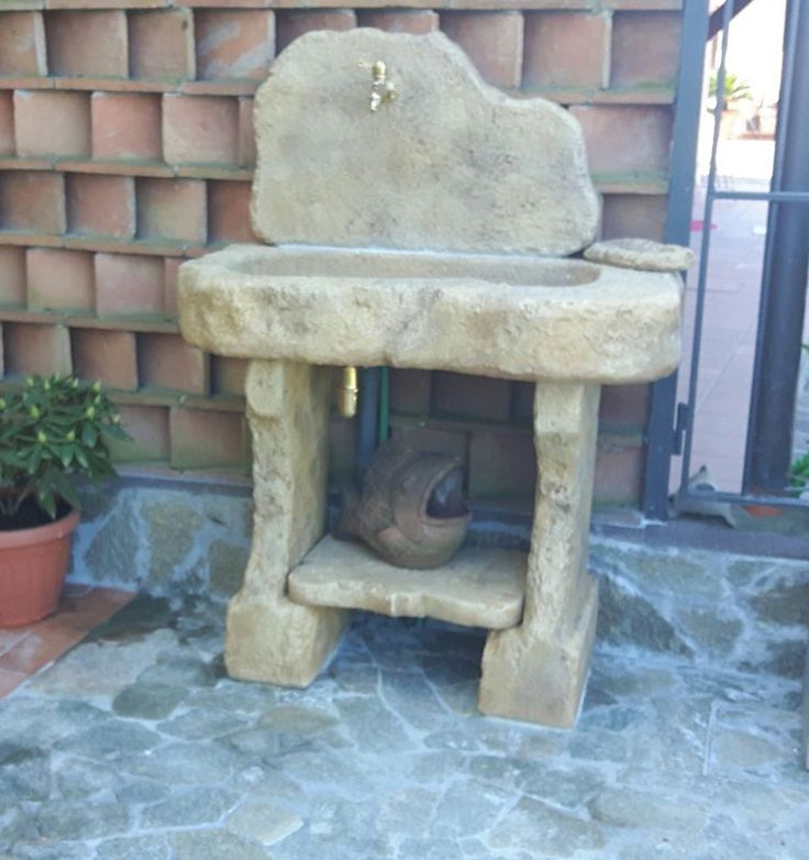 Lavello da giardino in pietra ricostruita mod. Tovel, colore: old stone. Località: Cascina (Pisa).