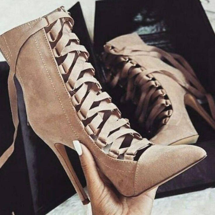 """3,264 Beğenme, 17 Yorum - Instagram'da @zara__lifestyle: """"#heels via @man_revolution"""""""