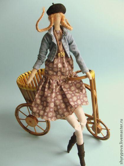 Куклы Тильды ручной работы.  Ярмарка Мастеров - ручная работа Она влюблена в Париже.  Ручная работа.