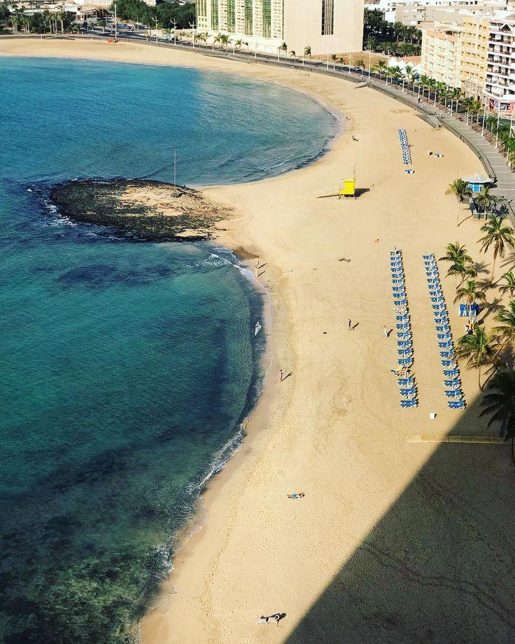 View from our room sunday 8 a.m. #shotoniphone7plus #arrecife #lanzarote #arrecifegranhotel #beachview #seetheworld #travelling #travel #lekkerleggen