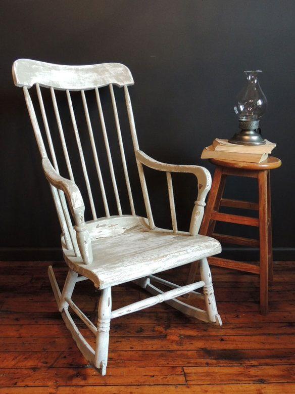 Antique rocking chairs classic details that deliver for Schaukelstuhl outdoor rattan